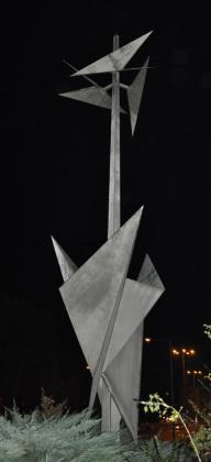 Mast mit zwei Faltungszonen